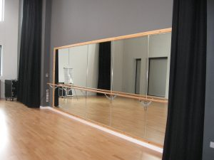a41 - Rochdale College, Lancashire - DANCE MIRROR 2BARRES CURTAINS
